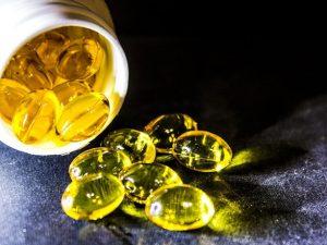 น้ำมันปลา (Fish Oil) ประกอบไปด้วย โอเมก้า 3 และโอเมก้า 6 ที่มีประโยชน์ต่อร่างกาย