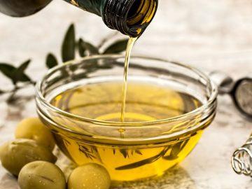 น้ำมันมะกอก (Olive Oil) ไขมันจากผลมะกอก นำมาปรุงอาหารเพื่อสุขภาพ มีสารต้านอนุมูลอิสระสูง
