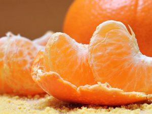 วิตามินซี (Vitamin C) พบได้ในผักผลไม้ที่มีรสเปรี้ยว เสริมสร้างภูมิต้านทาน ต่อต้านอนุมูลอิสระ